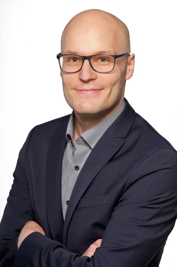 Dr. Marcus Komann